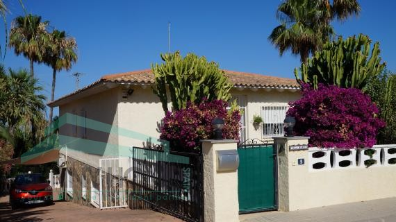 zonnige instapklare villa met gastenverblijf  in La Nucia